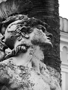 Scull and Oars Ancient Greek Sculpture, Greek Statues, Roman Sculpture, Sculpture Art, Sculpture Romaine, Tattoo Motive, Cemetery Art, Greek Art, Classical Art