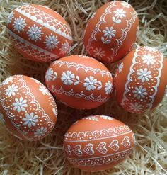Něžné oranžové reliefní kraslice / Zboží prodejce ZS-relief | Fler.cz Easter Egg Crafts, Easter Art, Pottery Painting Designs, Easter Games, Easter Egg Designs, Ukrainian Easter Eggs, Easter Printables, Egg Art, Egg Decorating