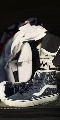Classic colors or new prints? Let your shoes express your style. Shop Vans Indigo Sk8-Hi Reissue.