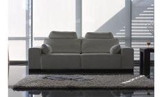 Sofá de tres plazas tapizado en piel textil