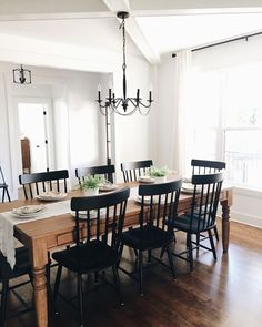 Greet guests with a warm as well as inviting radiance in the entranceway or spruce up your dining room for a forthcoming dinner event with this captivating chandelier. We have collected all the most effective light fixtures for the dining-room. #diningroomchandeliersfarmhouse #diningroomlightfixturesrectangular #diningroomlightfixtures #diningroomlightfixtures