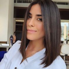 Sometimes in life you gotta go for it! I hope you guys will still love me. 🙉 Thanks to the amazing for putting my hair in… Medium Hair Cuts, Medium Hair Styles, Short Hair Styles, Blunt Haircut Medium, Lob Haircut Straight, Straight Long Bob, Love Hair, Gorgeous Hair, Coiffure Hair