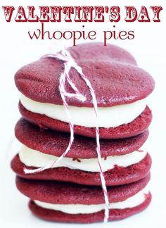 red velvet whoopie pie.. looks sooooo goooooooooooddddd!