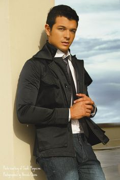 Jericho Rosales (what a hunk!), I missed chatting with him at the surf resort. Jericho Rosales, Pinoy Hunks, Shakti Arora, Sexy Curves, Good Looking Men, Asian Men, Filipino, Celebrity Crush, Male Models