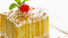 Feines Dessert: Milchkuchen nach mexikanischer Art (Tres Leches Cake) | http://eatsmarter.de/rezepte/milchkuchen-nach-mexikanischer-art-tres-leches-cake
