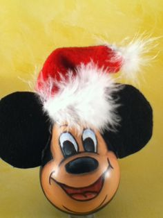 epattern pdf mickey and minnie mouse painting pattern recycled lightbulb ornament. Disney Ornaments, Painted Christmas Ornaments, Lightbulb Ornaments, Lightbulbs, Recycled Light Bulbs, Painted Light Bulbs, Light Bulb Art, Light Bulb Crafts, Christmas Projects