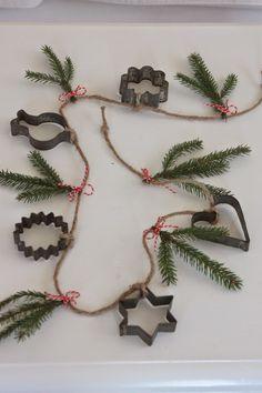 Kitchen garland made with vintage cookie cutters - Hos Jorunn