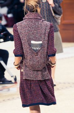 CHANEL Automne-Hiver 2015 http://www.thecoveteur.com/chanel-fall-2015/