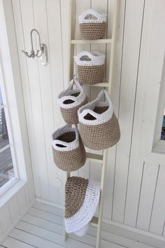 Crochet basket 472033604667279492 - Virkatut Maison kahvakorit Source by gingerpassion Crochet Gifts, Diy Crochet, Wall Hanging Storage, Hanging Baskets, Crochet Storage, Crochet Home Decor, Storage Baskets, Storage Ideas, Household Items