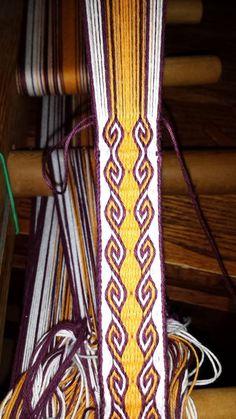 Finchingefeld's Fancies: Advanced Card Weaving: Ram's Horn Pattern with instructions Inkle Weaving Patterns, Weaving Designs, Weaving Projects, Loom Weaving, Loom Patterns, Knitting Patterns, Stitch Patterns, Textiles, Hugo Weaving