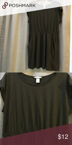 H and M Basic Olive Green Dress Size Large Color is olive. Top of the dress is loose fitting and bottom half is also loose with pockets. Very cute and stylish. No rips or stains. H&M Dresses Midi