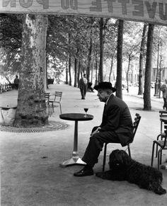 Robert Doisneau // Jacques Prevert au gueridon, 1955