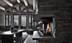 Laftekompaniet Chalet Style, Lodge Style, Modern Lodge, Chalet Interior, Porch Garden, Mountain Homes, Fireplace Design, Rustic Elegance, Log Homes