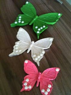 Kelebeklerimiz Flores Diy, Wood Crafts, Paper Crafts, Decoupage Plates, Cool Wallpapers For Phones, Fabric Toys, Bird Patterns, Clay Animals, Butterfly Art