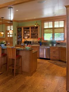 Detailed Craftsman Home - craftsman - kitchen - wilmington - WW Builders Design/Build Associates Bungalow Kitchen, Craftsman Kitchen, Craftsman Style, Craftsman Homes, Bungalow Decor, Craftsman Cottage, Up House, Cozy House, Kitchen Colors