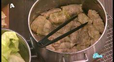 Χρόνος προετοιμασίας: 2 ώρες  ΥΛΙΚΑ (για 6 - 8 άτομα): 2 μεγάλα λάχανα 600 γρ. κιμά μοσχαρίσιο 300 γρ. κιμά χοιρινό Greek Recipes, Potato Salad, Mashed Potatoes, Meat, Chicken, Ethnic Recipes, Food, Tv, Whipped Potatoes