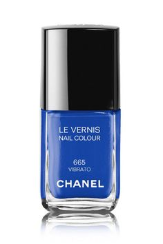 These 5 mega bright shades (here, Chanel nail color in Vibrato) transition perfectly into fall with their depth and opacity. How and why they work, according to nail pros.