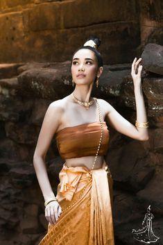 Thai Traditional Dress, Traditional Fashion, Traditional Outfits, Beautiful Asian Women, Beautiful People, Thailand Fashion, Indiana, Thai Dress, Asian Cute