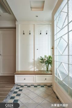 healthy living tips fitness program near me today Narrow Entryway, Entryway Console, Entryway Paint Colors, Tips Fitness, Entry Hall, House Entrance, Decorative Storage, Hallway Decorating, Mudroom