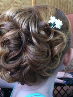 Flower girl up do. another possibility for Heidi