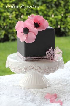 Wedding Cakes Pink Black Flower Ideas For 2019 Girly Cakes, Cute Cakes, Pretty Cakes, Single Tier Cake, Decoration Patisserie, Square Cakes, Floral Cake, Elegant Cakes, Gorgeous Cakes