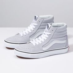 Girl Next Door Fashion. Keys To Finding The Best Sneakers For Women. Are you shopping for the best sneakers for women? High Top Sneakers, Sneakers Mode, Best Sneakers, Sneakers Fashion, High Heels, High Top Vans Outfit, Gray High Top Vans, Shoes Sneakers, Hi Top Vans