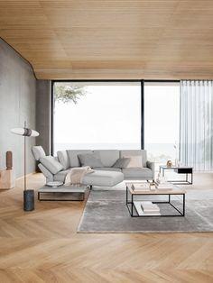 Der luxuriöse Sitzkomfort beruht nämlich auf einem Comfort Classic Sitz, der auf einem Kaltschaum basiert. Dieser Schaum wird schichtweise aufgebaut und in mehreren Höhen und Härten aufeinander abgestimmt. Darüber liegt eine Polyester-Vlieshülle. Rolf Benz Sofa, Home Comforts, Küchen Design, Design Ideas, Living Room Inspiration, Elegant, Living Area, Living Room Designs, Armchair