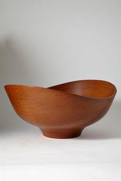 Wooden bowl designed by Finn Juhl for Kaj Bojesen, Denmark. 1950's. Solid teak.