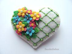 New embroidery heart pattern appliques Ideas Embroidery Hearts, Felt Embroidery, Felt Applique, Embroidery Patterns, Felt Flowers, Fabric Flowers, Felt Decorations, Felt Brooch, Brooch Pin