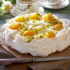 Påskepavlova med fyld af citronfløde og passionsfrugtsauce