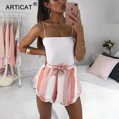 Modetrends im Jahr 2019 hat Shopper bei Zara Mango H M Asos Top-Shop Redoubt Bershka Streetsyle Sommer-Outfits Casual-Outfit Day-Look. Cute Summer Outfits, Spring Outfits, Trendy Outfits, Outfit Ideas Summer, Summer Clothes, Winter Outfits, Unique Outfits, Summer Holiday Clothes, Cute Shorts Outfits