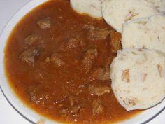 Segedínský guláš   Recept   Uvařsisám.cz Chana Masala, Pesto, Chili, Soup, Ethnic Recipes, Chile, Soups, Chilis