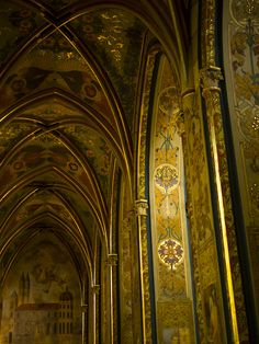 Inside the church at the old castle complex in Prague. The church was super gothic and the inside had some cool vaulted ceiling and heaps of gold. Religion yo.