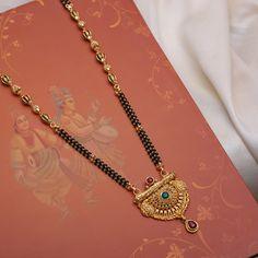 Gold Bangles Design, Gold Earrings Designs, Gold Jewellery Design, Gold Jewelry, Jewelry Sets, Beaded Jewelry, Jewelery, Tikka Jewelry, Antique Jewellery