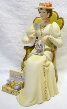2011 Avon 'Mrs Albee Award' Figurine