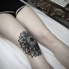 Mandala tattoo on the right knee.