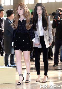 Kpop Fashion Outfits, Fashion Poses, Korean Outfits, Korean Airport Fashion, Korean Girl Fashion, Wendy Red Velvet, Red Velvet Irene, Seulgi, Stylish Girls Photos