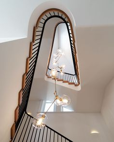 Nestled among the tree lined streets of Woollahra, New South Wales, lies this recent restoration / renovation of a old Victorian home. Led by Luigi Rosselli Architects in collaboratio. Modern Staircase, Staircase Design, Interior Stairs, Interior Architecture, Gaudi, Exterior Design, Interior And Exterior, Luigi, Old Victorian Homes