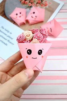 Diy Crafts Love, Cool Paper Crafts, Paper Flowers Craft, Paper Crafts Origami, Diy Crafts Hacks, Diy Crafts For Gifts, Flower Crafts, Creative Crafts, Crafts For Kids