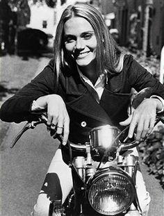 SQUAD - 'My What a Pretty Bus' 10/8/68 Peggy Lipton