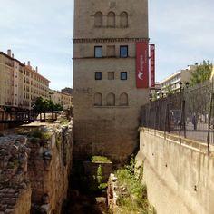 El torreon de la Zuda albergo a los gobernadores musulmanes y a los primeros reyes de Aragon