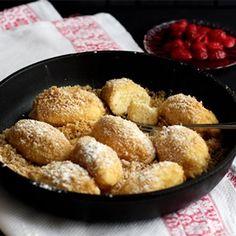 Eine typische Mehlspeise aus Österreich: Diese Topfennockerln sind innen schön flaumig-locker und außen dezent buttrig, dazu nicht zu süß.
