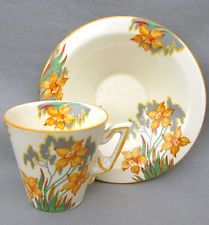 RARE BURLEIGH WARE ART DECO NARCISSUS PATTERN ZENITH SHAPE COFFEE CUP & SAUCER Vintage Cups, Vintage Dishes, Vintage Tea, Chocolate Cups, Chocolate Coffee, Teapots And Cups, Teacups, Vintage Tableware, Bone China Tea Cups