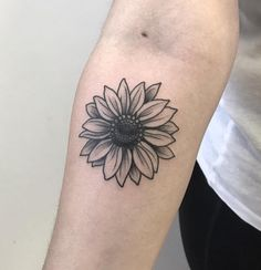 minimalist tattoo meaning Mini Tattoos, Body Art Tattoos, New Tattoos, Small Tattoos, Cool Tattoos, Tatoos, Circle Tattoos, Delicate Tattoo, Subtle Tattoos