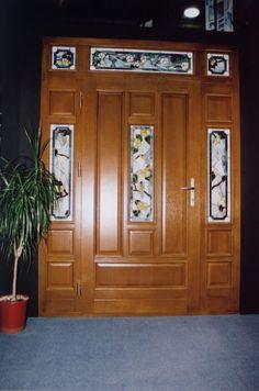 ólomüveges klasszikus bejárati ajtó, fix oldal-és felülvilágítókkal Portal, Pathways, Art Deco, Furniture, Home Decor, Wood, Arquitetura, Decoration Home, Room Decor