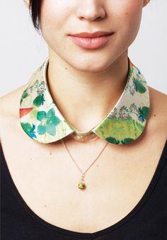 I like the idea of a printed or embroidered detachable collar | via Soomin