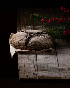 Beautiful #bread. #darkfoodphotography Dark Food Photography, Lisa, Bread, Drinks, Christmas, Beautiful, Fine Dining, Kitchens, Perfect Image