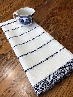 Tea Towel Handwoven GOTS Certified Organic Yarn Hand Woven Kitchen Towel Handwov… – Cute and Trend Towel Models Linen Towels, Dish Towels, Tea Towels, Hand Towels, Loom Weaving, Hand Weaving, Swedish Weaving Patterns, Flax Fiber, Weaving Textiles
