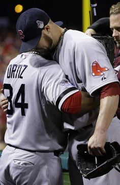 Boston Red Sox David Ortiz, left, hugs Jon Lester after they were pulled from the game during the eighth inning of Game 5 of the World Series against the St. Louis Cardinals Monday, Oct. 28, 2013, in St. Louis. (AP Photo/Matt Slocum)