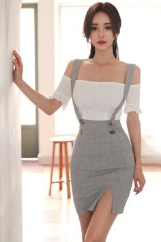 Asian model Source by asitica Teen Fashion Outfits, Mode Outfits, Classy Outfits, Stylish Outfits, Girl Fashion, Fashion Dresses, Womens Fashion, Fashion Edgy, Grunge Fashion